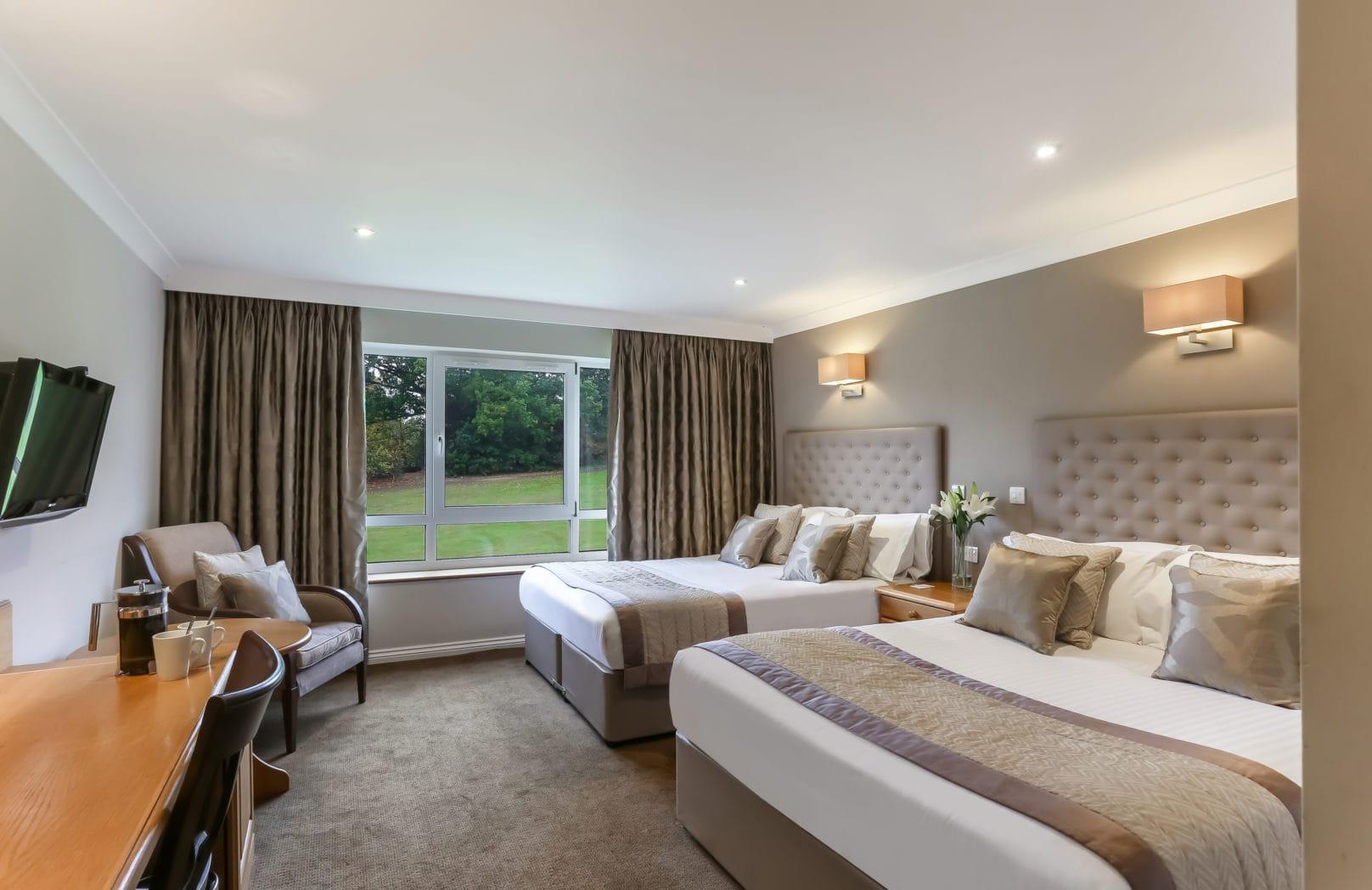 Golf Deluxe Twin hotel bedroom