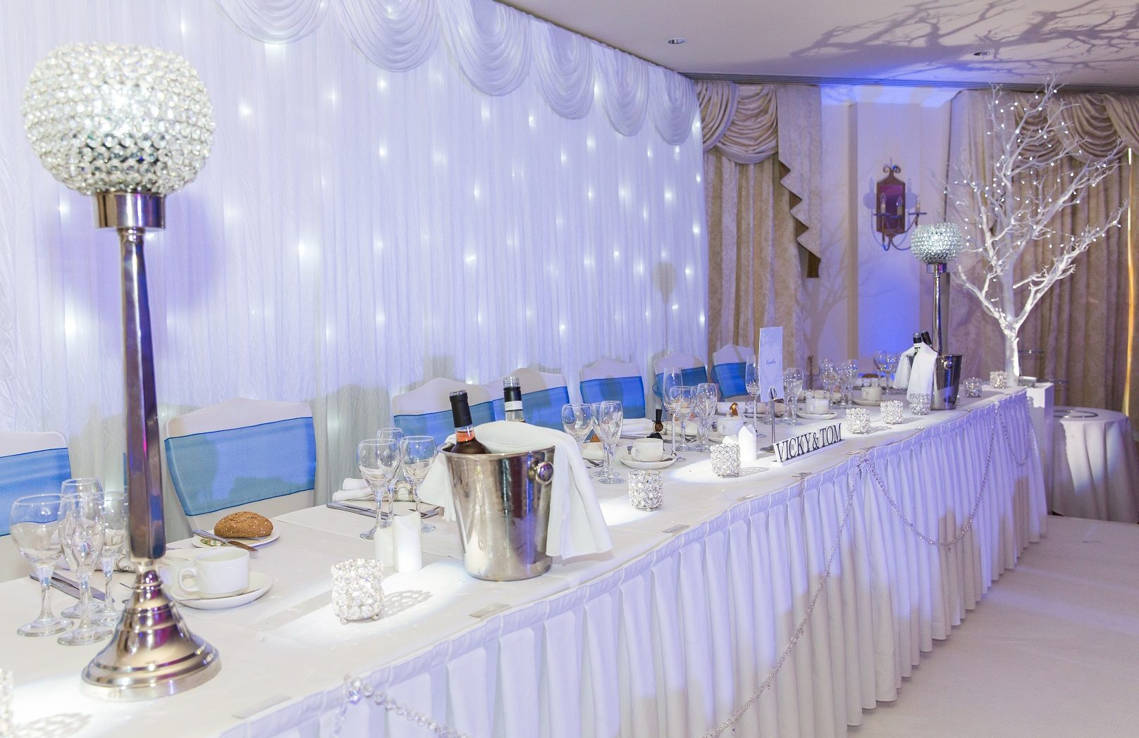 A winter wedding table setting with sparkling decorations