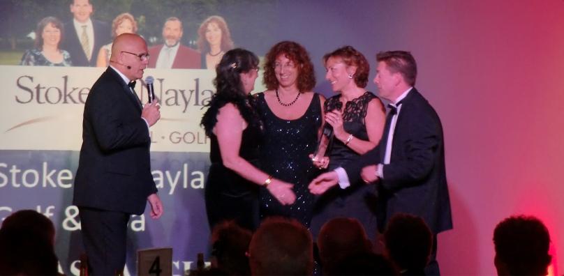 Peake sisters collect award